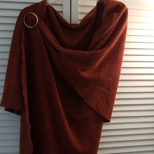 Red rust warm city wrap with pin